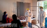 Médicos en Binh Xuyen combaten la epidemia del Covid-19
