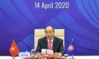 Premier vietnamita preside videoconferencia especial de líderes de Asean+ 3