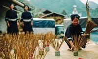Fabricación artesanal de inciensos en Cao Bang