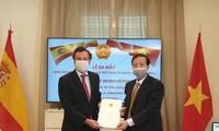 Otorgan decisión sobre designación de cónsul honorario de Vietnam en Sevilla