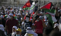 Marcha masiva de palestinos contra plan de paz de Trump