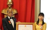 Vietnam entrega Medalla de la Amistad al exembajador de Mozambique