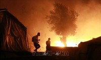 Merkel y Macron proponen que la UE acepte migrantes menores del campamento griego incendiado