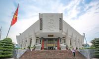 Entregan dos obras en italiano al Museo Ho Chi Minh