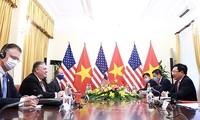 Jefes diplomáticos de Vietnam y Estados Unidos dialogan sobre relaciones binacionales