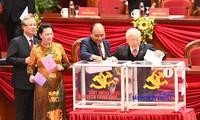 Votan para elegir al nuevo Comité Central y los cargos importantes del Partido Comunista de Vietnam