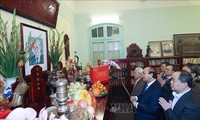 El primer ministro de Vietnam rinde homenaje a difuntos líderes nacionales