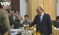 Premier vietnamita resalta la determinación de las empresas de aportar al desarrollo nacional en el Diálogo 2045