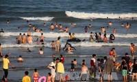 """Celebran el festival """"Danza del mar y flores"""" en Thanh Hoa"""