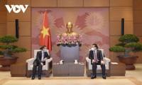 Vietnam reafirma la máxima prioridad dada al desarrollo de los vínculos con Laos