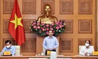 Urgen al empresariado vietnamita a esforzarse más para mantener a flote la producción y el comercio