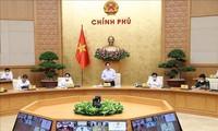 Gobierno de Vietnam revisa la respuesta al covid-19 y el desarrollo socioeconómico