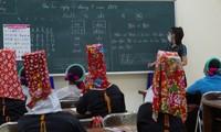Clases de alfabetización para adultos étnicos en zonas montañosas de Binh Lieu