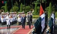 Hình ảnh lễ đón trọng thể Thủ tướng Pháp thăm chính thức Việt Nam