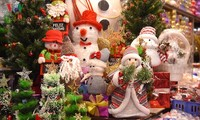Decorative items for Christmas flood Hanoi market