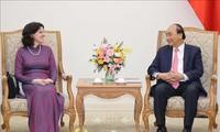 Nguyên Xuân Phuc reçoit l'ambassadrice cubaine