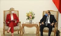 Le PM Nguyên Xuân Phuc reçoit la ministre britannique du Commerce international