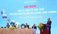 Nguyên Xuân Phuc à la conférence-bilan du secteur de l'Industrie et du Commerce