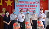 Têt: Truong Hoa Binh et Trân Quôc Vuong à la rencontre des personnes défavorisées