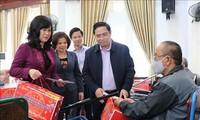 Pham Minh Chinh rend visite aux invalides de guerre à Thuân Thành