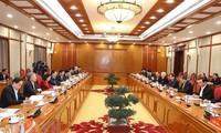 Nguyên Phu Trong préside la première réunion du Bureau politique et du secrétariat du PCV, 13e exercice