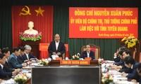 Nguyên Xuân Phuc travaille avec les autorités de la province de Tuyên Quang