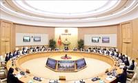 Nguyên Xuân Phuc préside la réunion du gouvernement du mois de février