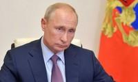 Vladimir Poutine est prêt à engager une discussion diffusée «en direct» avec Joe Biden