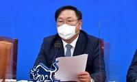 Moon Jae-in qualifie les tirs de missiles nord-coréens d'«indésirables»