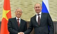 Nguyên Phu Trong s'entretient au téléphone avec Vladimir Poutine
