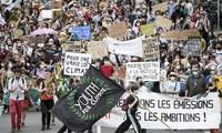 Climat : des milliers de personnes marchent pour le climat dans toute la France avant l'examen de la loi au Sénat
