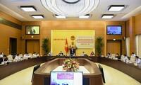 Vuong Dinh Huê préside la visioconférence nationale sur les élections législatives