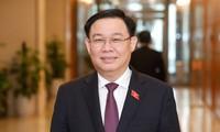 Présentation de Vuong Dinh Huê au poste de président de l'Assemblée nationale, 15e législature