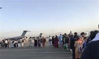 Afghanistan: l'ONU appelle les Taliban à laisser partir les étrangers et les Afghans qui le souhaitent