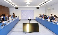 Vuong Dinh Huê rencontre le directeur général de l'AIEA