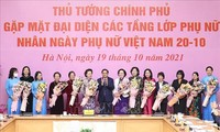 Pham Minh Chinh honore les femmes vietnamiennes