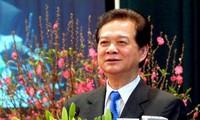 ท่าน Nguyen Tan Dung เดินทางไปอวยพรปีใหม่กองพันทหารบกหมายเลข 207