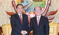 ท่าน Nguyễn Sinh Hùng ประธานรัฐสภาเวียดนามเข้าเยี่ยมคารวะประธานประเทศลาวและนายกรัฐมนตรีลาว
