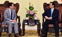 นายกรัฐมนตรีให้การต้อนรับผู้อำนวยการธนาคารเอดีบีและเอกอัครราชทูตเดนมาร์กประจำเวียดนาม