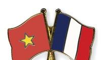 ประธานาธิบดีฝรั่งเศสเยือนเวียดนามอย่างเป็นทางการ