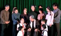 """ภาพลักษ์ที่เป็นกันเองของประธานโฮจิมินห์ในบทละคร """"ร่องรอย"""""""
