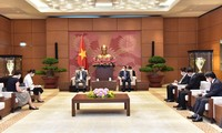 ประธานสภาแห่งชาติ เวืองดิ่งเหวะ ให้การต้อนรับเอกอัครราชทูตญี่ปุ่นประจำเวียดนาม