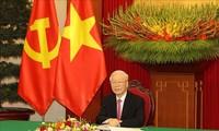 เลขาธิการใหญ่พรรคคอมมิวนิสต์เวียดนามเหงียนฟู้จ่อง พูดคุยทางโทรศัพท์กับเลขาธิการใหญ่พรรคคอมมิวนิสต์จีนและประธานประเทศ สีจิ้นผิง
