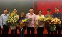 Vietnamese students win international science prizes