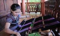 H're brocade weaving recognized as national intangible cultural heritage