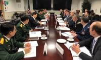 Vietnam, US discuss defense policies