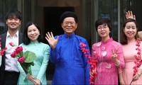RoK diplomats sing Vietnamese song to celebrate New Year