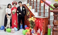 HCM city couple stages online COVID-19 wedding