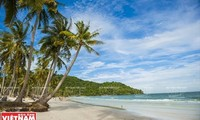 Phu Quoc inoculates entire population to revive tourism