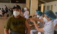 Hanoi vaccinates foreigners against COVID-19